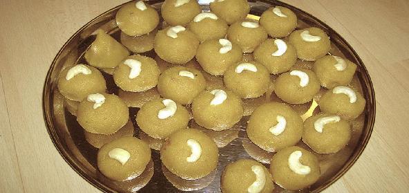 Atte Ki Pinni Sweet Balls Of Wheat Flour