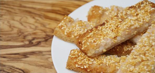 Crisp Sesame Crackers With Taco Sauce